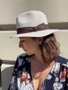 Fedora Fléchet Linen with medium edge, natural dye, brown ribbon